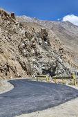 Desert mountain road turn — Stock Photo