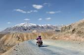 Couple on motorbike riding among mountains — Foto Stock