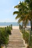 Footbridge to the beach — Stock Photo
