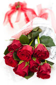 Roses and gift. — Stock Photo