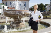 Portrait of a business woman at the fountain  — Stockfoto