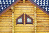 Frammento della parete di legno e finestra — Foto Stock