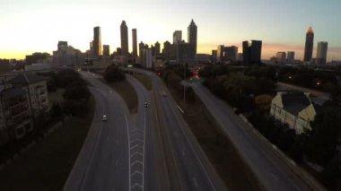 Atlanta aérea voando sobre liberdade Parkway — Vídeo stock