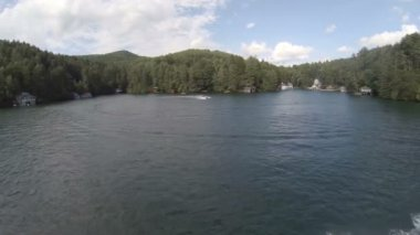 Aerial over lake with speedboats around. — Stock Video