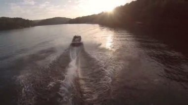 Aerial over lake following speedboat — Stock Video