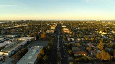 LA aerial over Venice Blvd at sunrise. — Stock video