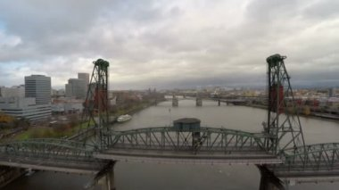 Portland aerial closely over Hawthorne bridge — Stock Video