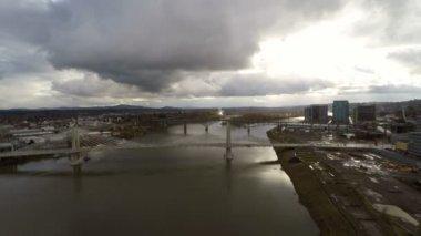 Portland aerial over Marquam bridge. — Vídeo de stock