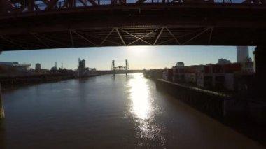 Portland aerial under Fremont bridge. — Stock Video