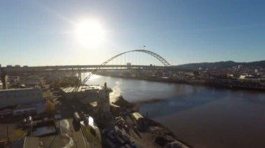 Low flying Portland aerial of Fremont bridge — Stock Video