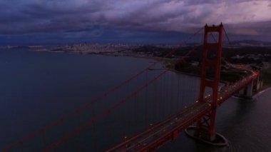 Golden Gate Bridge with cityscape — Stock Video