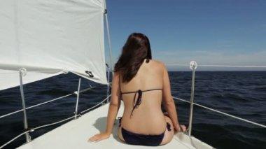Girl on sailboat — Stock Video