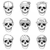 Set of hand drawn skulls with hats — Stock Vector