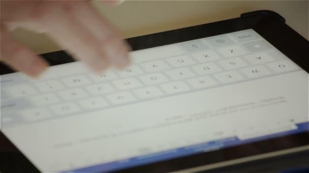 Woman writes a letter — Vidéo