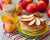 homemade pancake with apples, honey and cinnamon — Stock Photo
