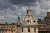 Dome of the old historical buildings in the center of Rome — Стоковое фото