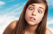 Young pretty girl kidding and squinting — Stock Photo