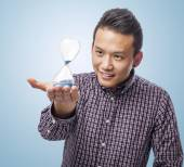 Young asian man with sand timer — Foto de Stock