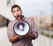 Adam bir megafon ile bağırarak — Stok fotoğraf