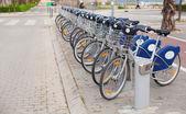 Fila de bicicletas en la calle — Foto de Stock
