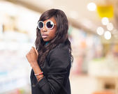 Black woman with sunglasses — 图库照片