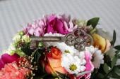 Old key on the flowers — Foto de Stock