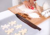 Woman making christmas cookies in the kitchen — Stock Photo