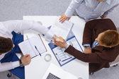 Business folk handslag — Stockfoto