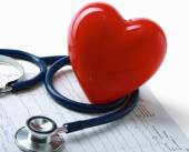 Red heart and a stethoscope on cardiagram — Foto Stock