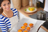 Woman is making cakes in the kitchen — ストック写真
