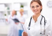 Woman doctor standing with folder at hospital — Photo