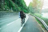 L'homme faire de la bicyclette — Photo