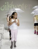 Oil & Water - Spring 2015 Collection - Rehearsal — Stock Photo