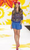 Desigual Spring 2015 Ready-to-Wear Runway Show — Stock Photo