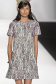 Vivienne Tam - 2015 Spring Collection — Stock Photo