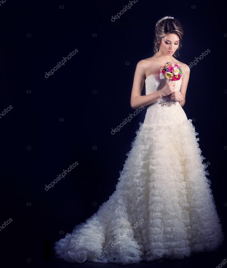 Самые красивые девушки брюнетки невесты 24 фотография