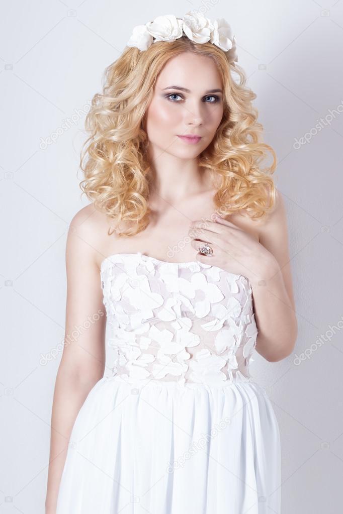 Сладкая молодая блондинка