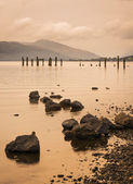 Loch Lomond jetty and mountains at sunset — Foto Stock