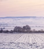 Winter mist over snow-covered fields — Stock Photo