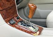 Changement de vitesse de transmission automatique. — Photo
