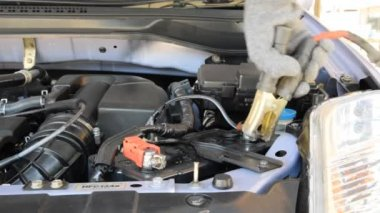Bilbatteri laddning — Stockvideo