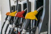 Bicos de bomba no posto de gasolina — Fotografia Stock