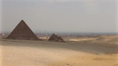 Pyramids on the background of Cairo. Overview from right to left — Stock Video