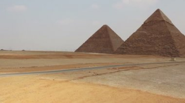 Pyramids on the background of Cairo. Overview from left to right. — Video Stock