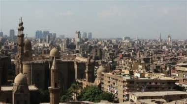 Views across Cairo from the Citadel. Mosque of Sultan Hassan. — Stock Video