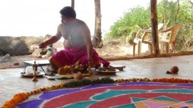 Puja. Hindu religious rite. India. — Stock Video