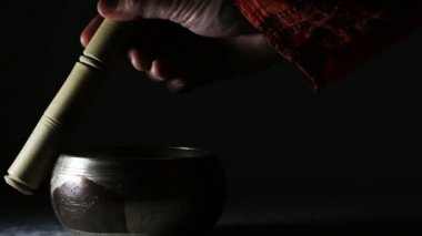 Indian singing bowl (with sound) — 图库视频影像