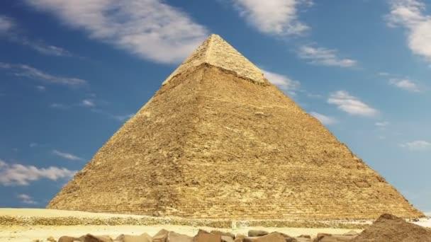 Pyramid of Khufu. Zoom. Cairo. Egypt. — Vidéo