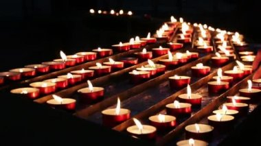 Burning candles in a church. N1 — Stock Video