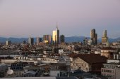 View of Milans  business district from Duomo di Milano. — Stockfoto